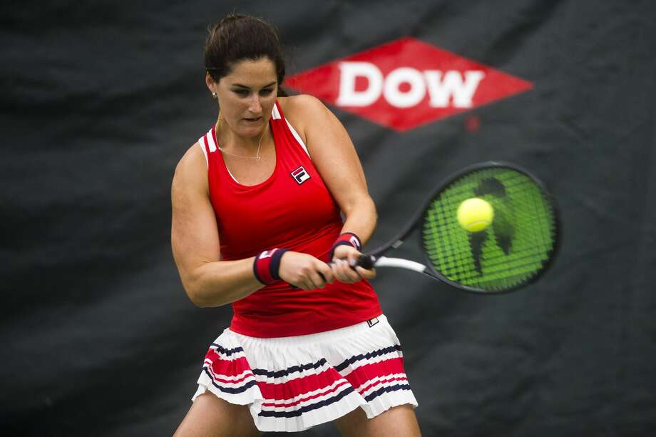 Jamie Loeb of New York returns the ball during her match against Sofia Kenin of Florida during the Dow Tennis Classic on Thursday, Feb. 1, 2018 at the Greater Midland Tennis Center. (Katy Kildee/kkildee@mdn.net) Photo: (Katy Kildee/kkildee@mdn.net)
