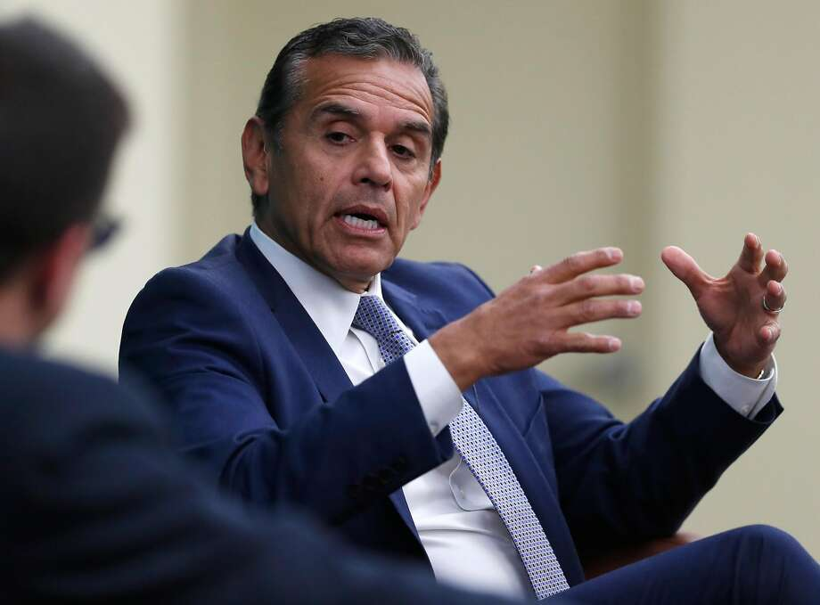 California Gubernatorial candidate Antonio Villaraigosa is interviewed by Politico senior reporter David Siders at University of San Francisco. Photo: Scott Strazzante, The Chronicle