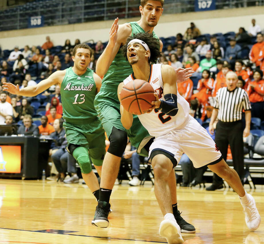 UTSA's Jhivvan Jackson (right) drives under Marshall'sAdjin Penava on his way to the basket during the first half of their men's basketball game at the Convocation Center on Thursday, Feb. 1, 2018.  MARVIN PFEIFFER/mpfeiffer@express-news.net Photo: Marvin Pfeiffer, San Antonio Express-News / Express-News 2018