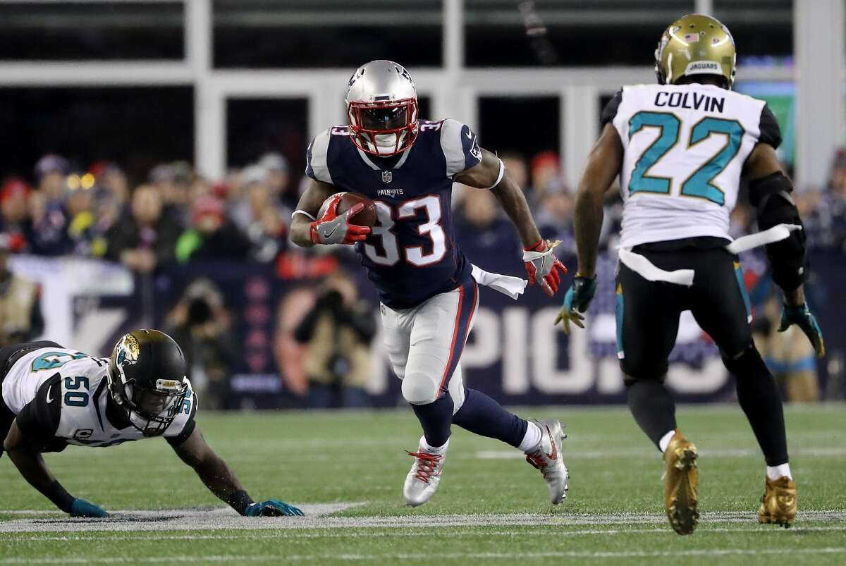 NFL'S TOP 5 FREE AGENTS AT EACH POSITION Running backs Carlos Hyde, San Francisco Dion Lewis, New England (pictured) Isaiah Crowell, Cleveland Jerick McKinnon, Minnesota Doug Martin, Tampa Bay