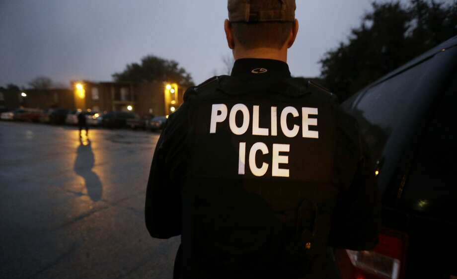 In this March 6, 2015, file photo, U.S. Immigration and Customs Enforcement agents enter an apartment complex looking for a specific undocumented immigrant convicted of a felony during an early morning operation. Photo: LM Otero/AP