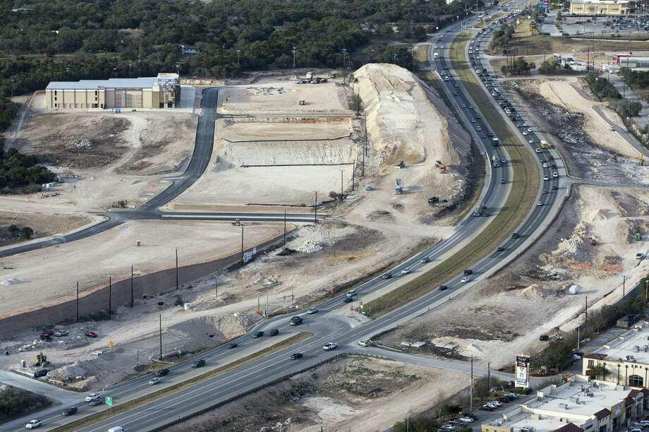 Construction on U.S. 281 looking north north of Loop 1604 is seen in a Thursday, Feb. 1, 2018 aerial photo. Photo: William Luther, Staff / San Antonio Express-News / © 2018 San Antonio Express-News