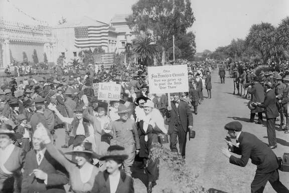Chronicle owner Michael De Young arranged for director Thomas Ince to film thousands of San Franciscaens on parade in Golden Gate Park waving and carrying signs to encourage troops fighting overseas in World War I