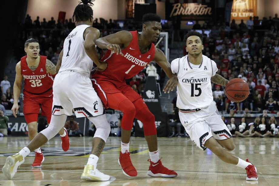 Cane Broome, right, and Cincinnati will be in Storrs on Saturday to take on UConn. Photo: Associated Press File Photo / AP