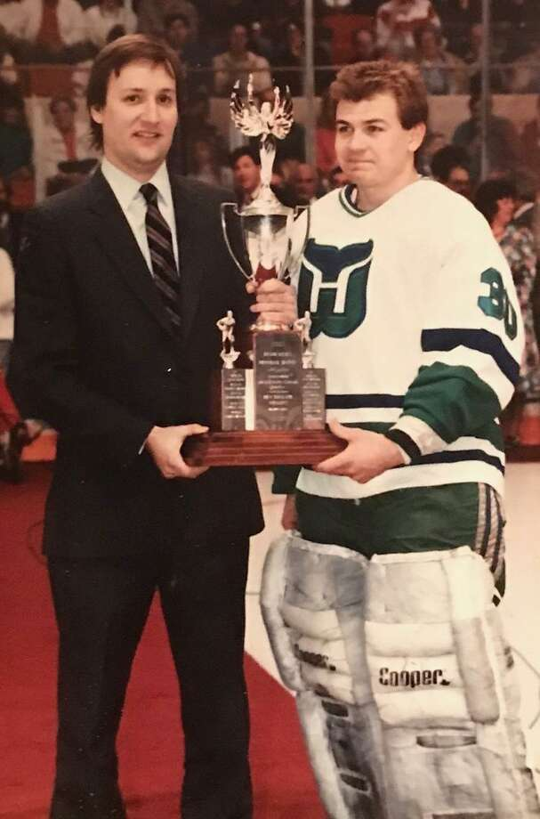 Columnist Jeff Jacobs presents Hartford Whalers goalie Peter Sidorkiewicz  with an award in 1989. Photo 79fbc3f15