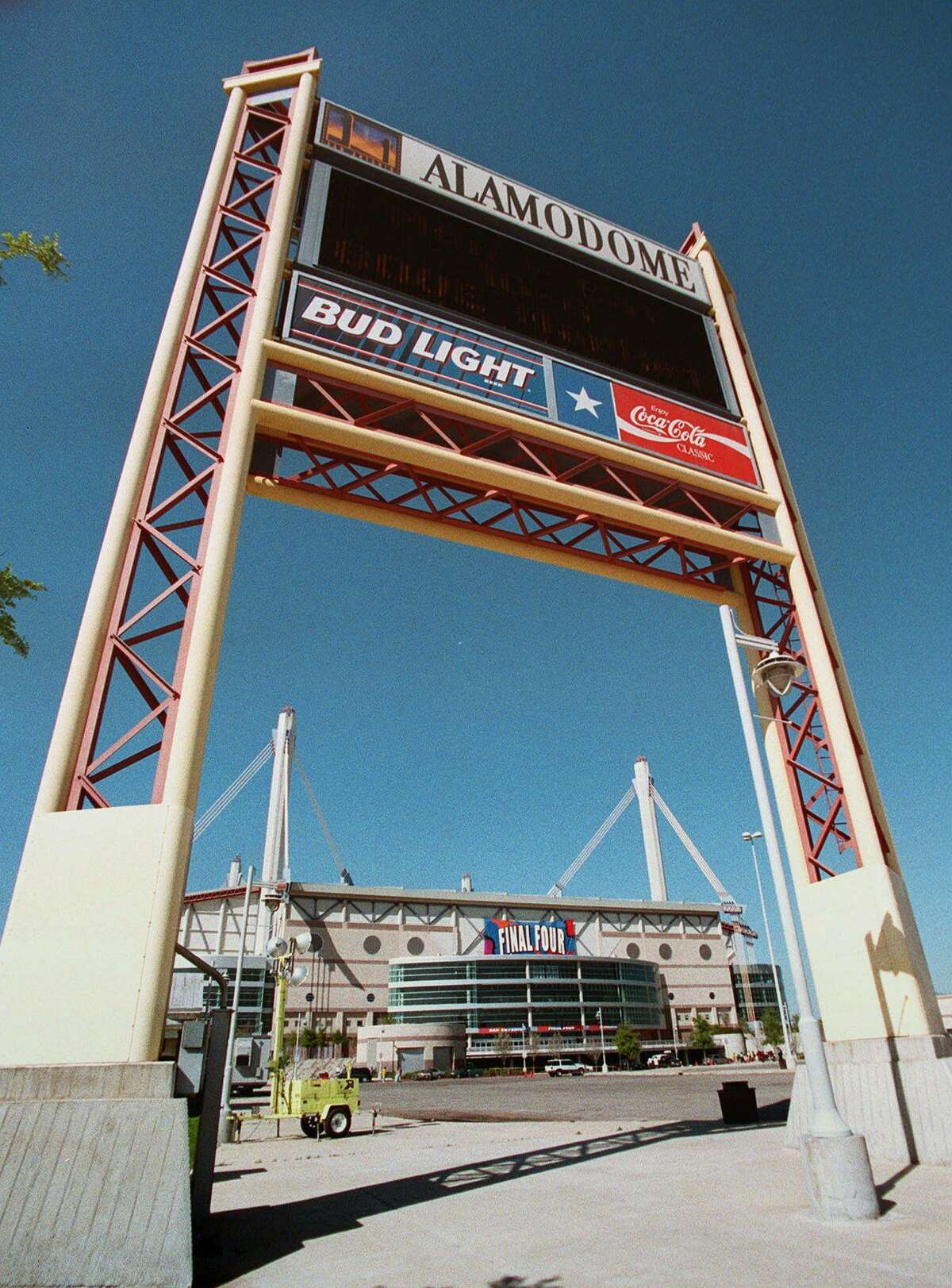 The Alamodome hosted the NCAA Men's Final Four in March 1998.