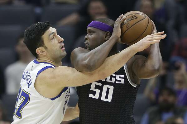 Sacramento Kings forward Zach Randolph, right, keeps the ball away from Golden State Warriors center Zaza Pachulia during the first quarter of an NBA basketball game Friday, Feb. 2, 2018, in Sacramento, Calif. (AP Photo/Rich Pedroncelli)