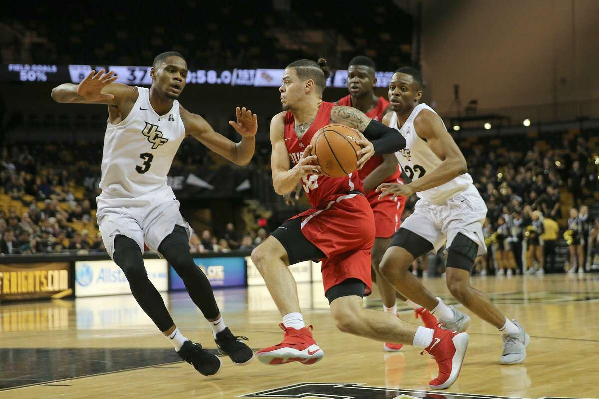 ORLANDO, FL - FEBRUARY 03: Rob Gray #32 of the Houston Cougars drives to the net against A.J. Davis #3 of the UCF Knights during a NCAA basketball game at the CFE Arena on February 3, 2018 in Orlando, Florida. (Photo by Alex Menendez/Getty Images)