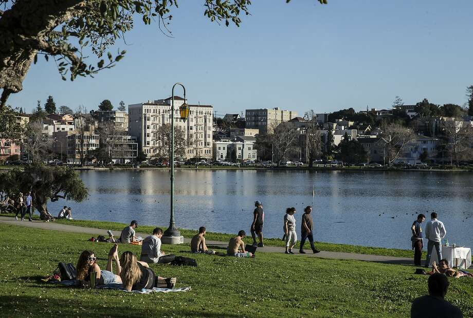 Crowds of people flocked to Lake Merritt Saturday, Feb. 3, 2018 in Oakland, Calif. to enjoy the sunshine. Temperatures reaching into the mid to high 70s this weekend are expected to break records across the Bay Area for this time of the year. Photo: Jessica Christian / The Chronicle
