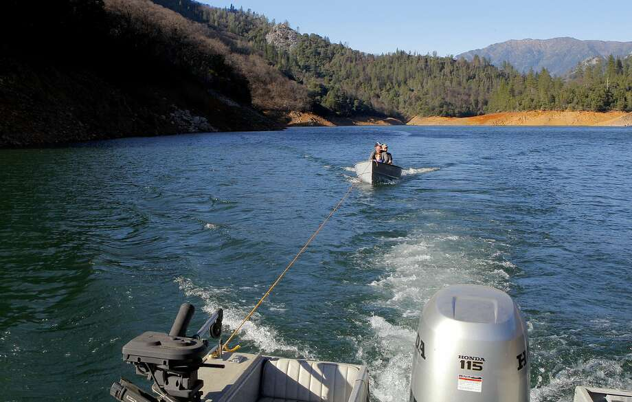 Karma in the outdoors: Chronicle outdoors writer Tom Stienstra stopped his day to tow a disabled boat 8 miles to a boat ramp at Shasta Lake in Northern California Photo: Tom Stienstra, Tom Stienstra / The Chronicle