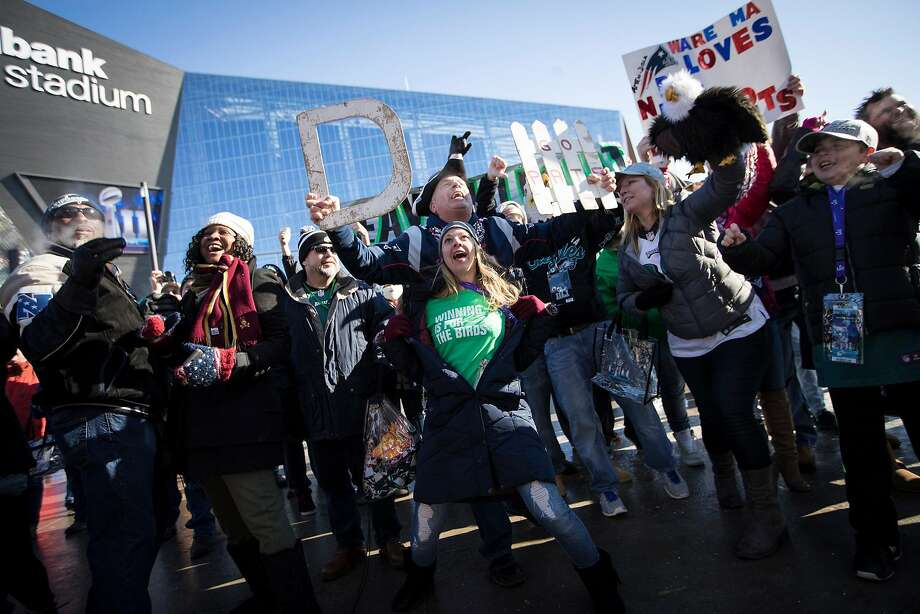 Philadelphia Eagles fan Megan McQueen, of Philadelphia, Pa., competed for airtime with New England Patriots fan John McDonald, of Revere, Mass., as they stood behind a live show in front of U.S. Bank Stadium for Super Bowl LII on Sunday, February 4, 2018, in Minneapolis, Minn. (Renee Jones Schneider/Minneapolis Star Tribune/TNS) Photo: Renee Jones Schneider, TNS