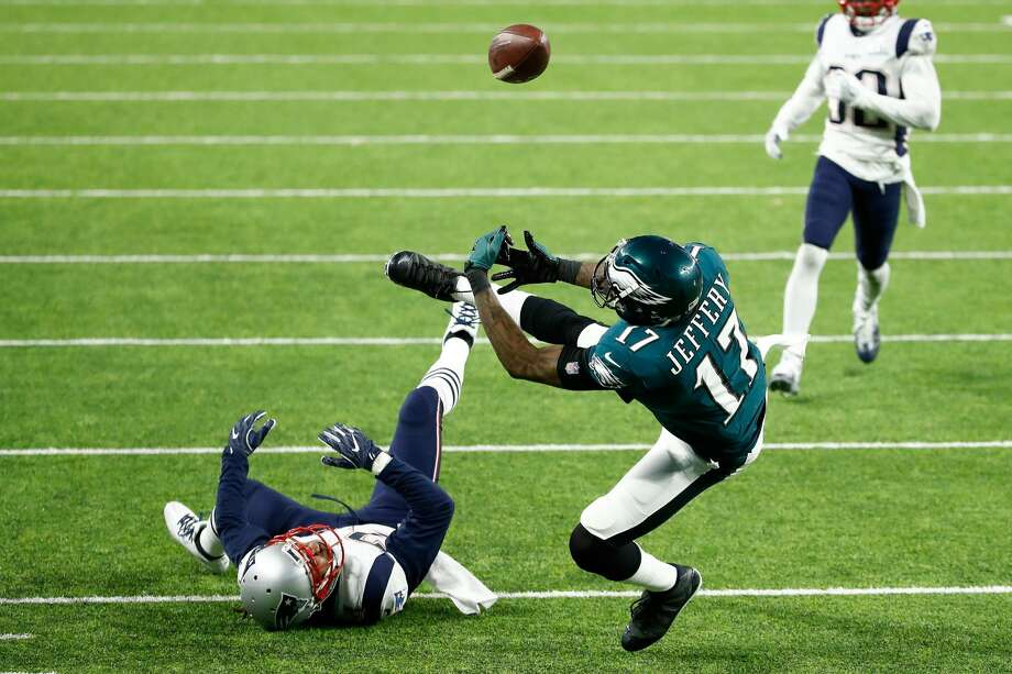 MINNEAPOLIS, MN - FEBRUARY 04:  Alshon Jeffery #17 of the Philadelphia Eagles drops a pass that was intercepted by Duron Harmon #30 of the New England Patriots (not pictured) during the second quarter in Super Bowl LII at U.S. Bank Stadium on February 4, 2018 in Minneapolis, Minnesota.  (Photo by Andy Lyons/Getty Images) Photo: Andy Lyons/Getty Images