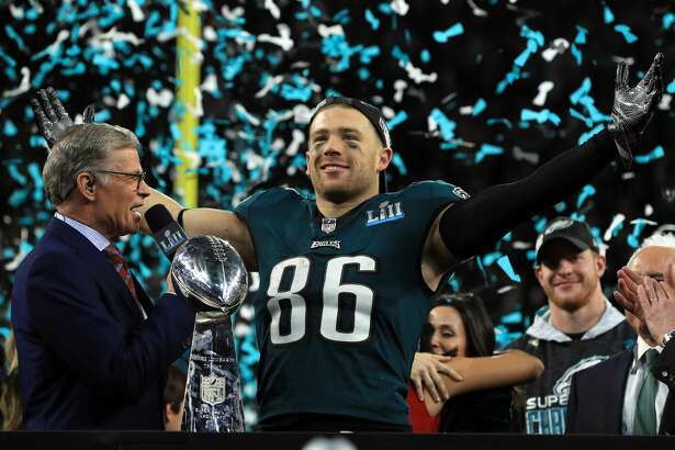 MINNEAPOLIS, MN - FEBRUARY 04: Zach Ertz #86 of the Philadelphia Eagles celebrates defeating the New England Patriots 41-33 in Super Bowl LII at U.S. Bank Stadium on February 4, 2018 in Minneapolis, Minnesota. (Photo by Mike Ehrmann/Getty Images)
