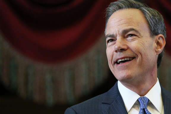 Joe Straus gives his address as the 85th Texas Legislative session opens in Austin on Jan., 10, 2017.