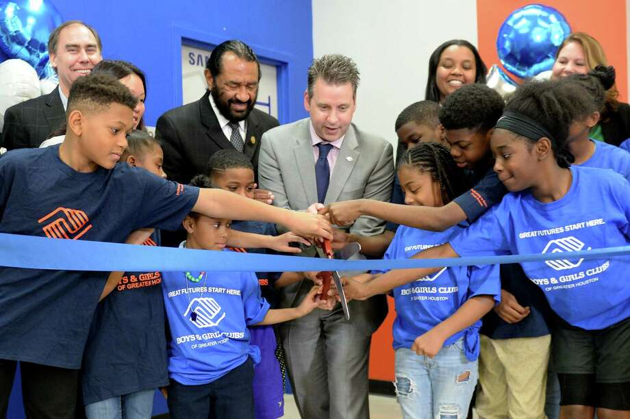 Kevin Hattery, President and CEO of the Boys and Girls Club of Greater Houston, is joined by Club members, local dignitaries and representatives of Samsung Electronics America to open an updated Tech Center at the Boys and Girls Club in Stafford, TX on Friday, February 2, 2018. Photo: Craig Moseley, Staff / ©2018 Houston Chronicle