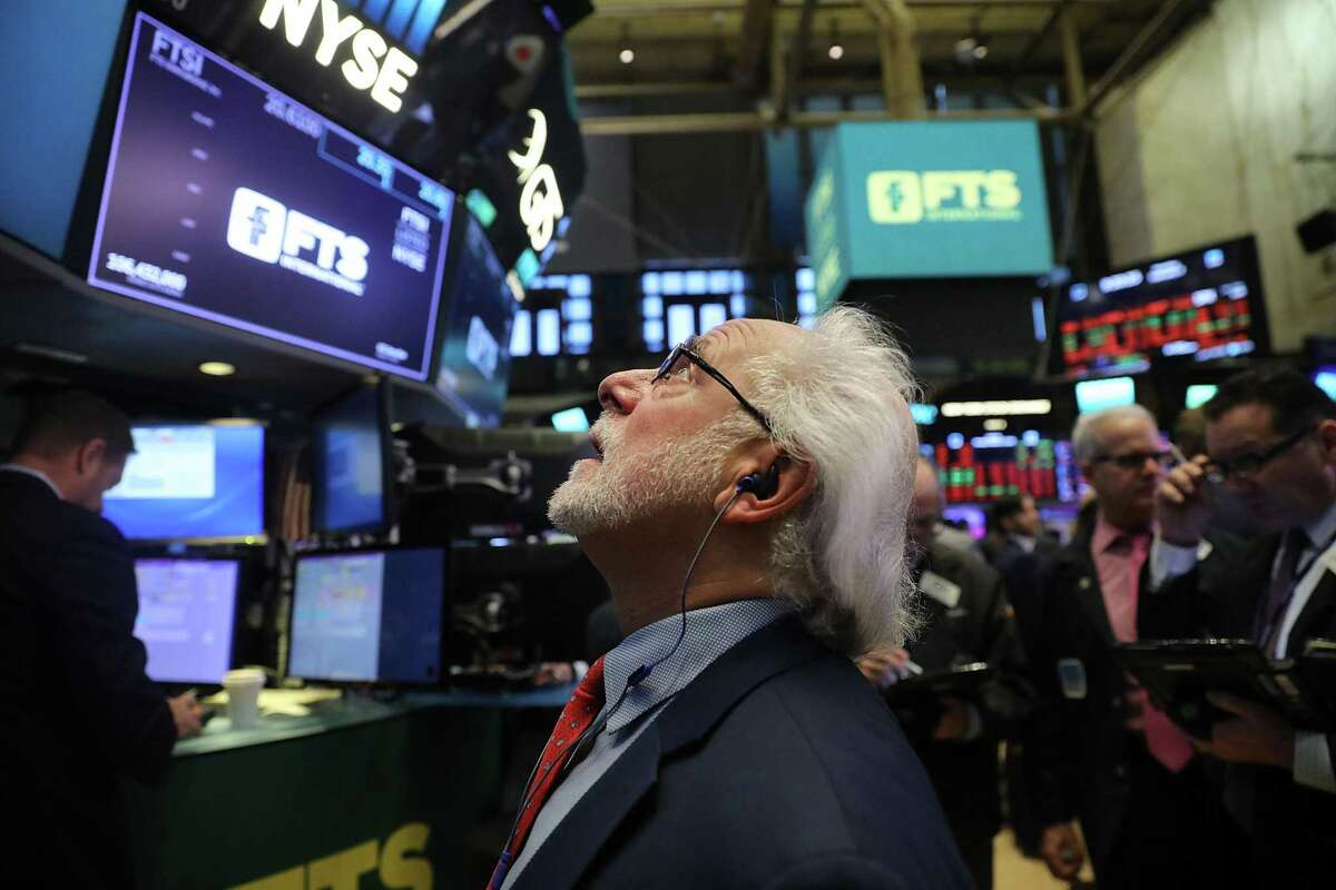 NEW YORK, NY - FEBRUARY 05: Traders work on the floor of the New York Stock Exchange (NYSE) on February 5, 2018 in New York City. Following Fridays's over 600 point drop, the Dow Jones Industrial Average fell more than 1,000 points in mid-day trading.