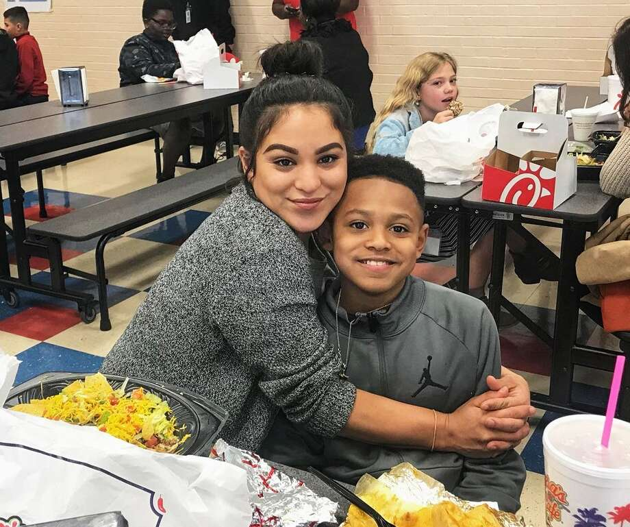 Franks Elementary School hosted a special lunch event last week in honor of campus moms. Staff and students showed their appreciation and enjoyed lunch with more than 150 mothers. Campus administration plans to host these special lunch events every month. Photo: Courtesy Photos