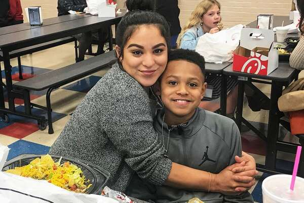 Franks Elementary School hosted a  special lunch event last week in honor of campus moms. Staff and students showed their appreciation and enjoyed lunch with more than 150 mothers. Campus administration plans to host these special lunch events every month.