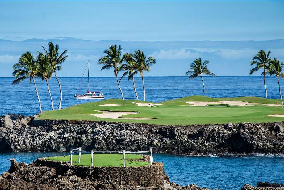 The South Course's scenic Hole No. 15 is one of the stops on a new sunset golf cart tour at Mauna Lani on the Big Island. Photo: Mauna Lani Resort