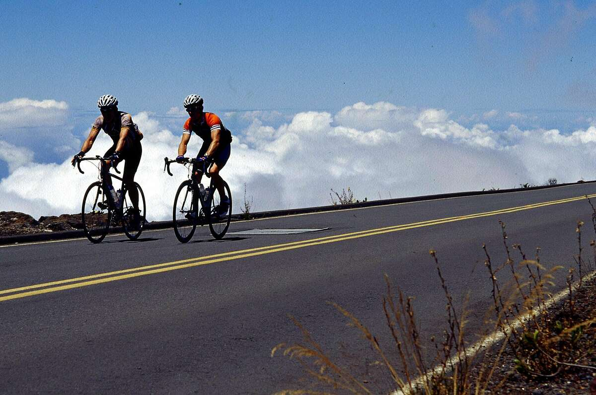 KRT TRAVEL STORY SLUGGED: UST-MAUI-INTERIOR KRT PHOTOGRAPH BY TONI STROUD/CHICAGO TRIBUNE (October 24) Above the clouds, hard-core bicycle riders pedal up to Haleakala's 10,000-foot summit on the Hawaiian island of Maui. (cdm) 2004