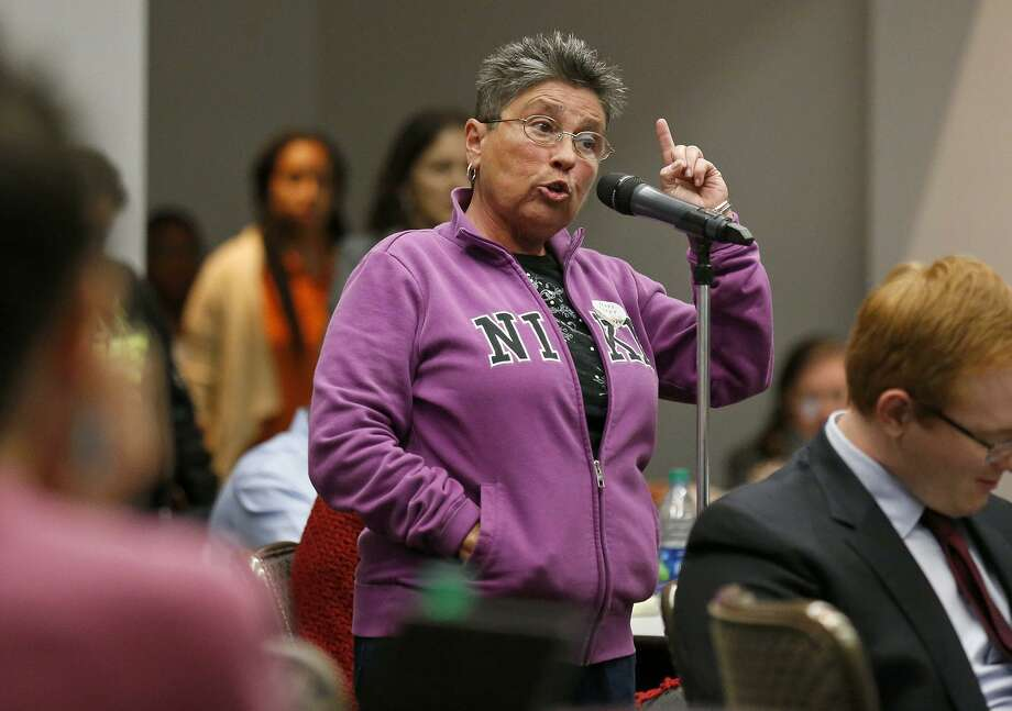 """Liz Franklin, who lives near the Hays Street Bridge, speaks against the proposed Bridge Apartments during District 2 Councilman William H. """"Cruz"""" Shaw's Town Hall held Monday Feb. 5, 2018 at the Heritage Room of the Campus Center Building at St. Philip's College. Photo: Edward A. Ornelas /San Antonio Express-News / © 2018 San Antonio Express-News"""