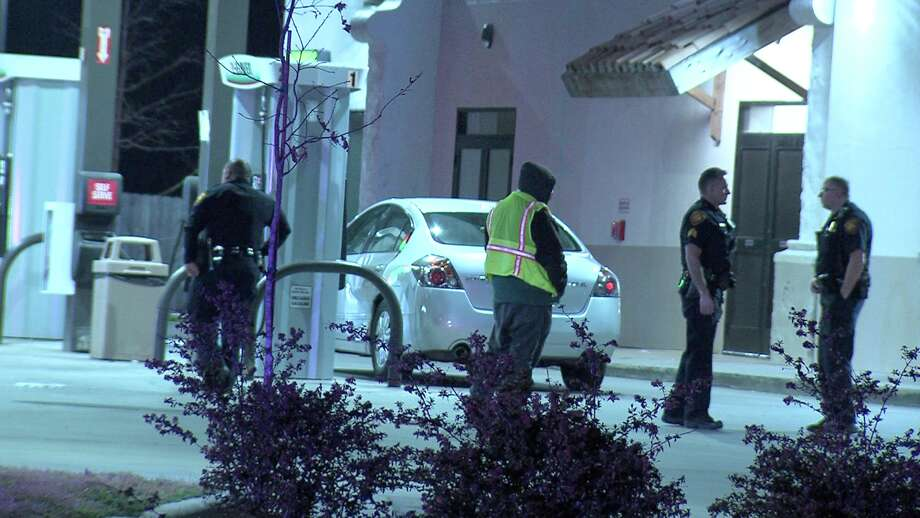 Police said the victim, a woman in her 20s, was pumping gas around 2:30 a.m. at the 7-Eleven at Culebra Road and North Zarzamora when suspects in two separate vehicles opened fire on each other. Photo: Ken Branca