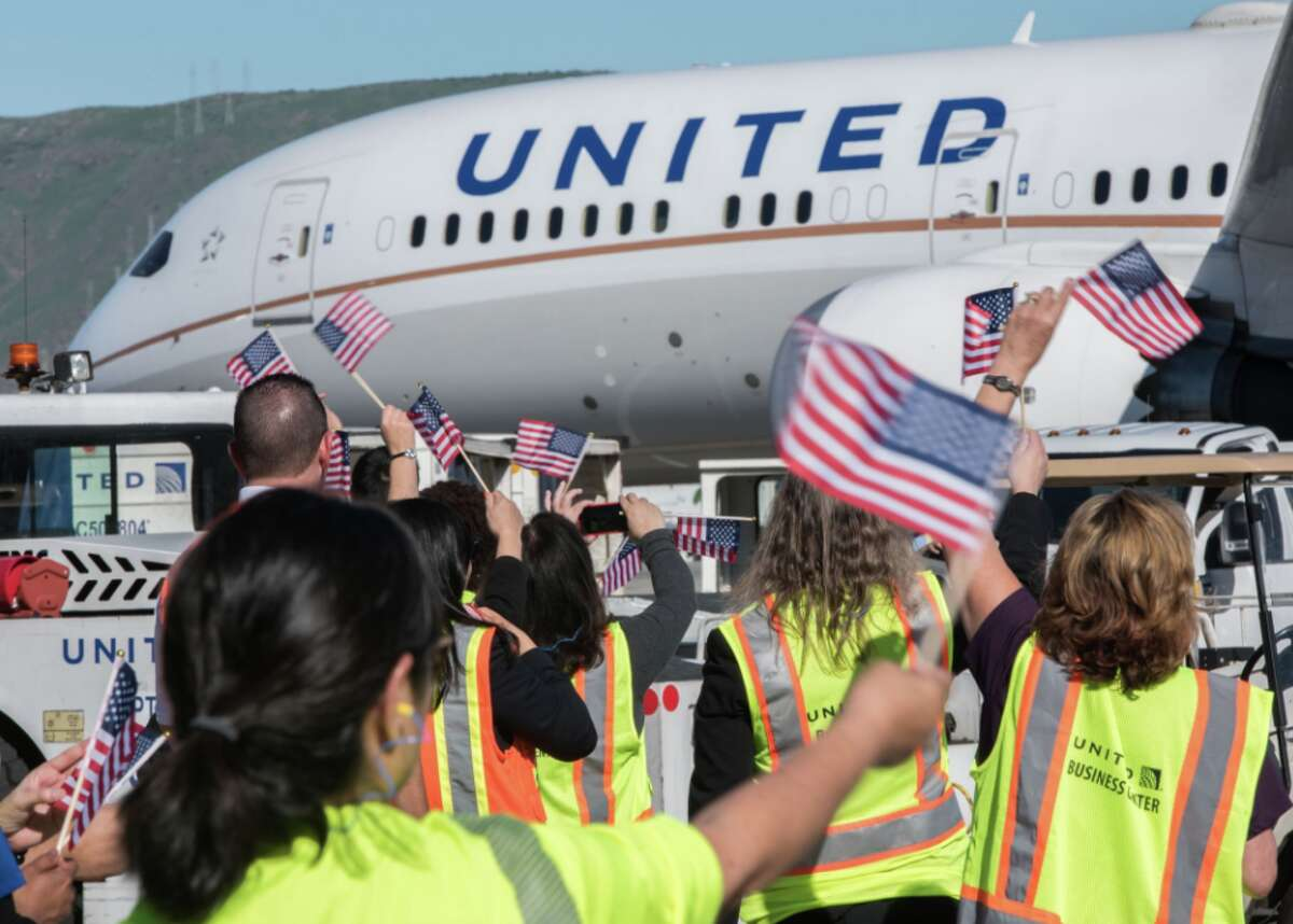 Waving goodbye to United's Dreamliner carrying Olympic team members to Seoul