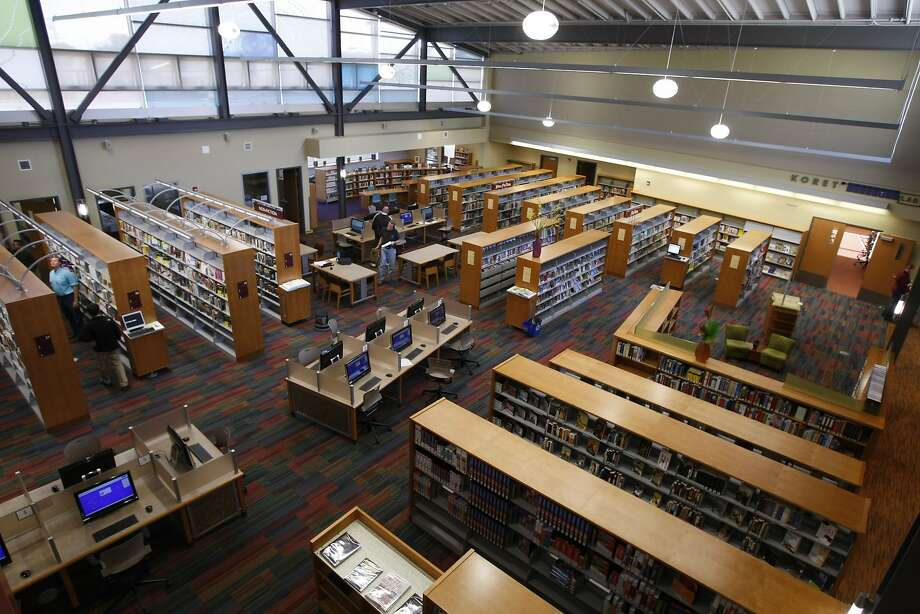 The Oakland City Council on Tuesday voted to place a parcel tax on the June ballot to fund the city's public library system. Photo: Washburn, Alex, The Chronicle