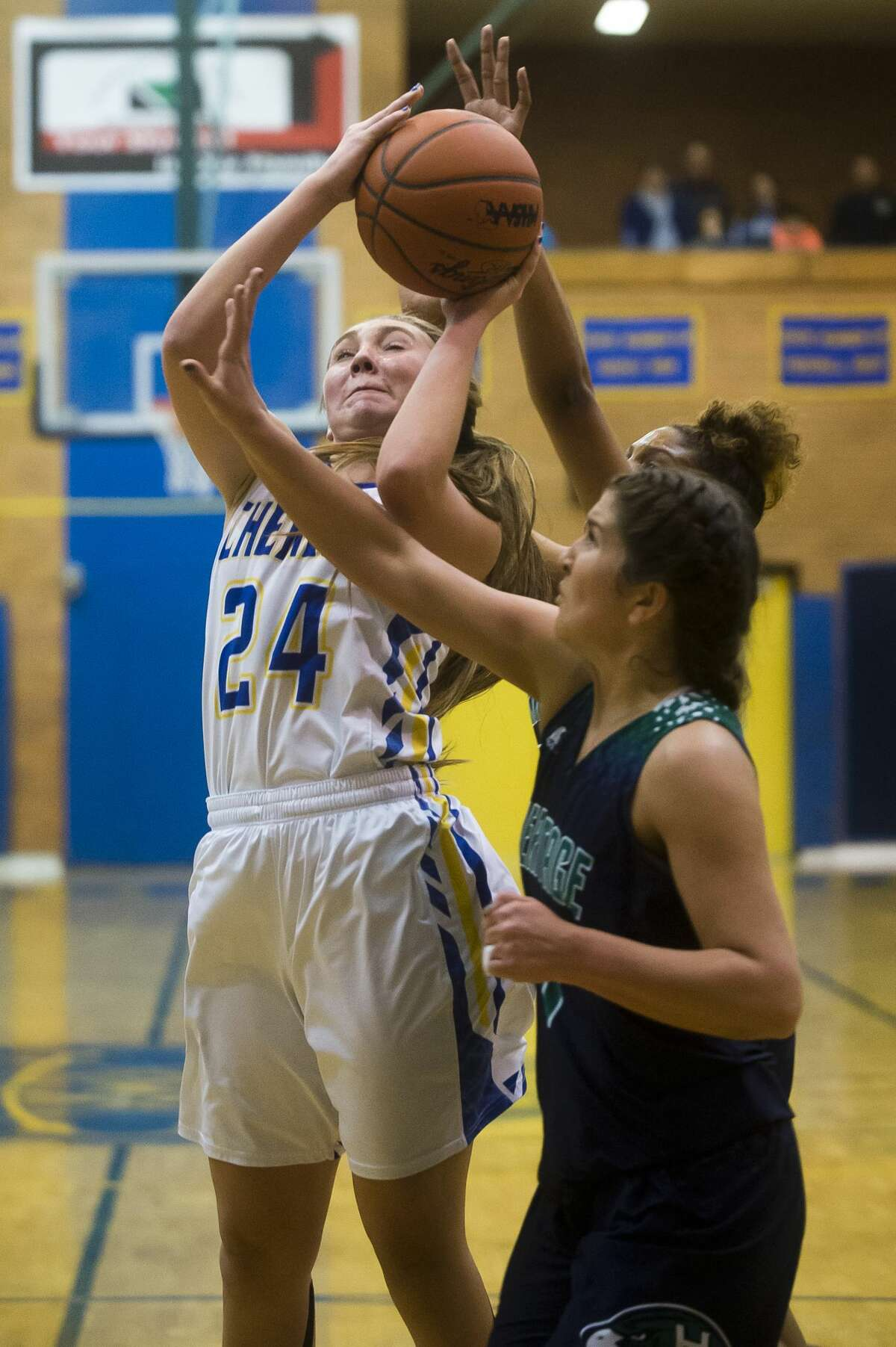 Midland senior Hannah Smith takes a shot during the Chemics' game against Saginaw Heritage on Tuesday, Feb. 6, 2018 at Midland High School. (Katy Kildee/kkildee@mdn.net)
