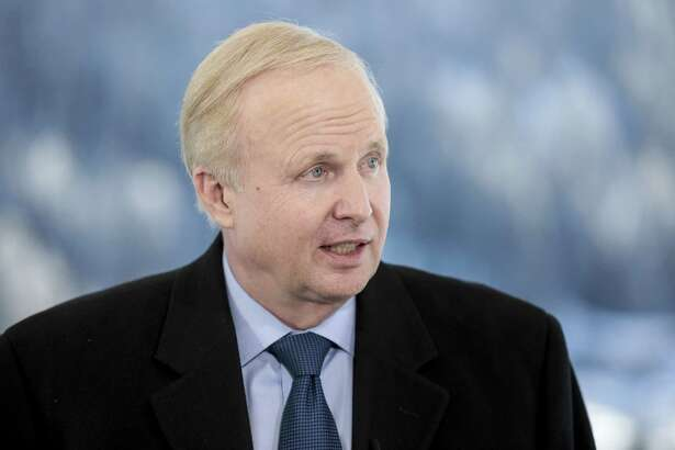 Bob Dudley, chief executive officer of BP Plc, speaks during a Bloomberg Television interview on the opening day of the World Economic Forum (WEF) in Davos, Switzerland, on Tuesday, Jan. 23, 2018. World leaders, influential executives, bankers and policy makers attend the 48th annual meeting of the World Economic Forum in Davos from Jan. 23 - 26. Photographer: Jason Alden/Bloomberg