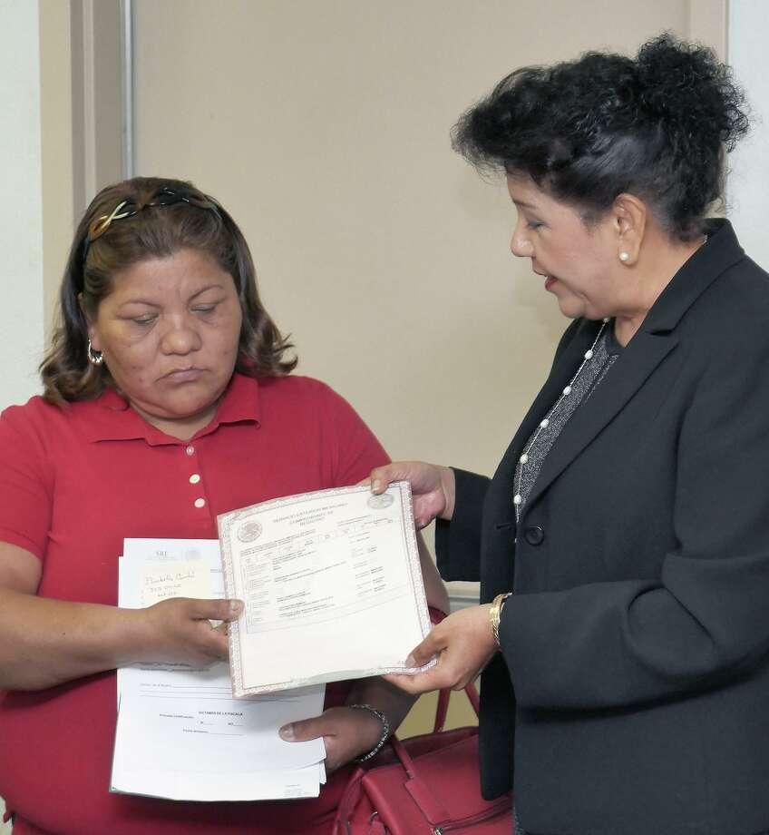 Consulado emite primera acta de nacimiento extemporánea - Laredo ...