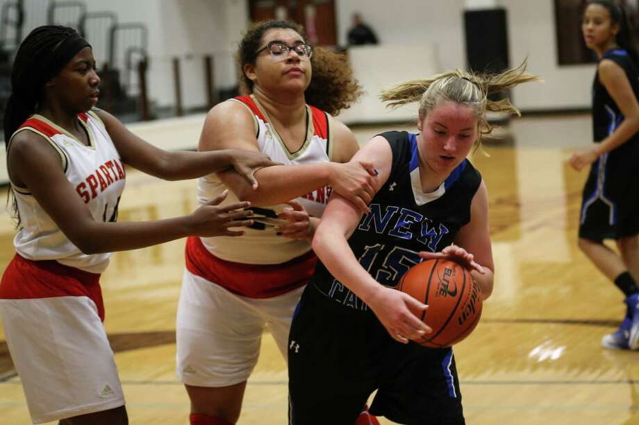 New Caney's Samantha Mathews (15) yanks the ball away from Porter's Jaelynn Stewart (23) and Asaiah Franklin (14) during the girls basketball game on Tuesday, Feb. 6, 2018, at Porter High School. (Michael Minasi / Houston Chronicle) Photo: Michael Minasi, Staff Photographer / © 2017 Houston Chronicle