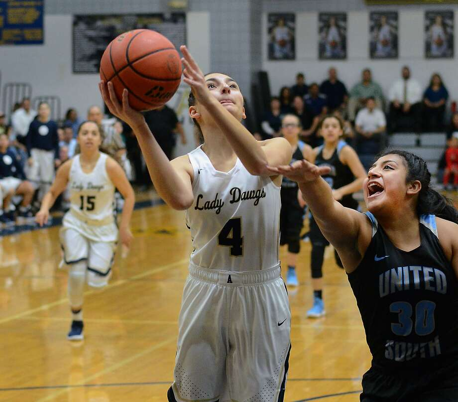 Alexander meets defending District 29-6A champion United South Tuesday as both teams look to recover from a loss to Nixon before hitting the mandatory five-day UIL break. Photo: Cuate Santos /Laredo Morning Times File / Laredo Morning Times