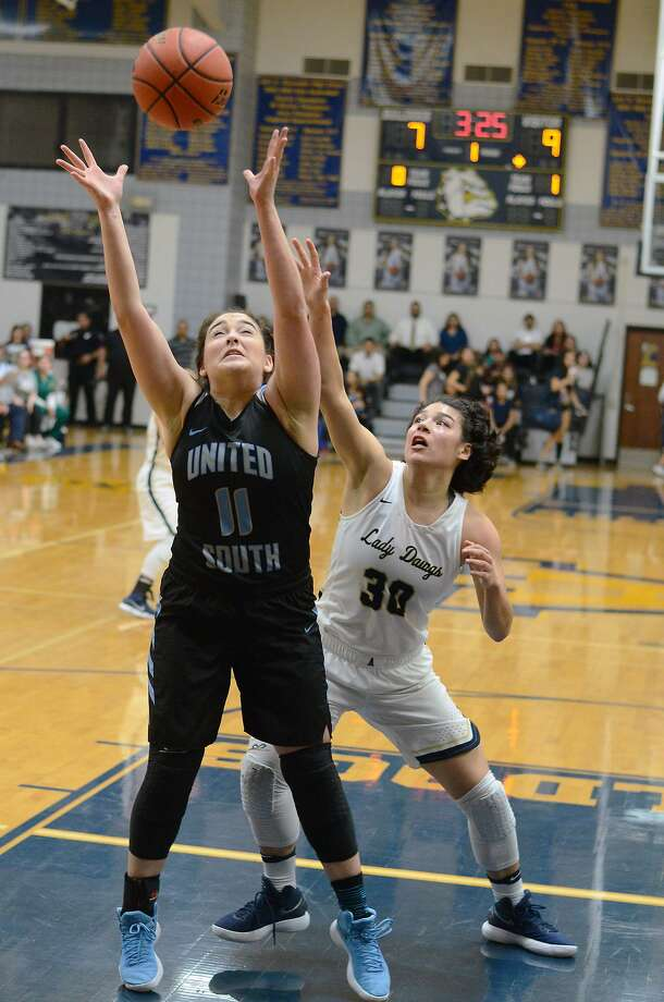 Alexander and United South are both attempting to become the first girls' basketball teams in Laredo history to advance to the Elite Eight. Photo: Cuate Santos /Laredo Morning Times File / Laredo Morning Times