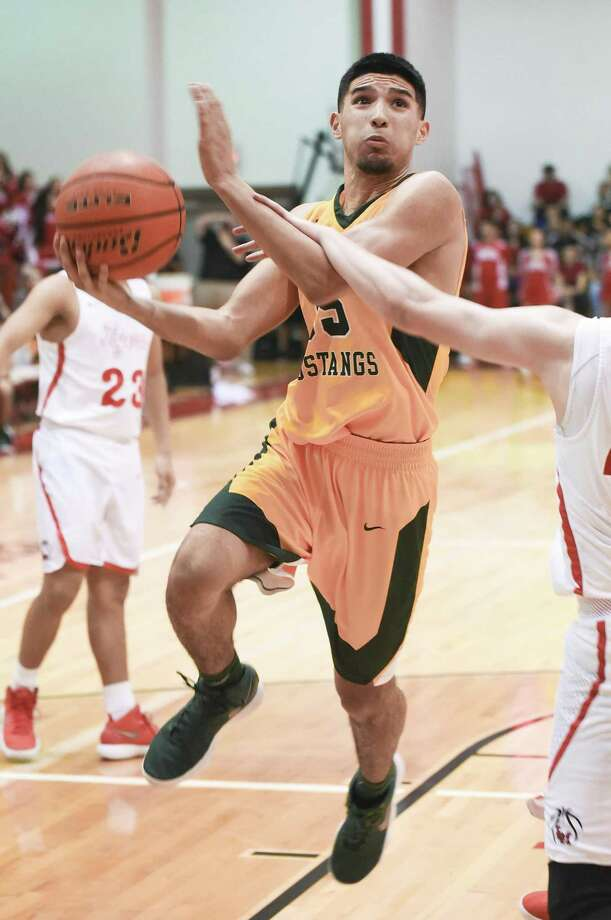 Roger Vazquez Jr. paced Nixon (27-6, 13-1 District 31-5A) with 13 points in Tuesday night's 61-55 loss at Martin. It was the first loss in nearly two months for the Mustangs. Photo: Danny Zaragoza /Laredo Morning Times