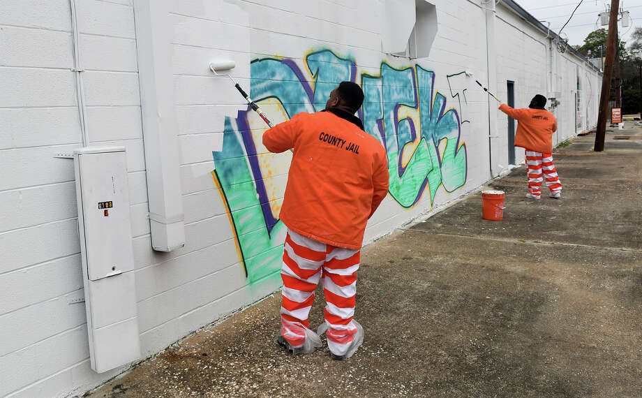 Inmates from the Harris County Jail remove graffiti from a business on FM 1960 on Feb. 5, 2018. (Photo by Jerry Baker/Freelance) Photo: Jerry Baker, Freelance / Freelance