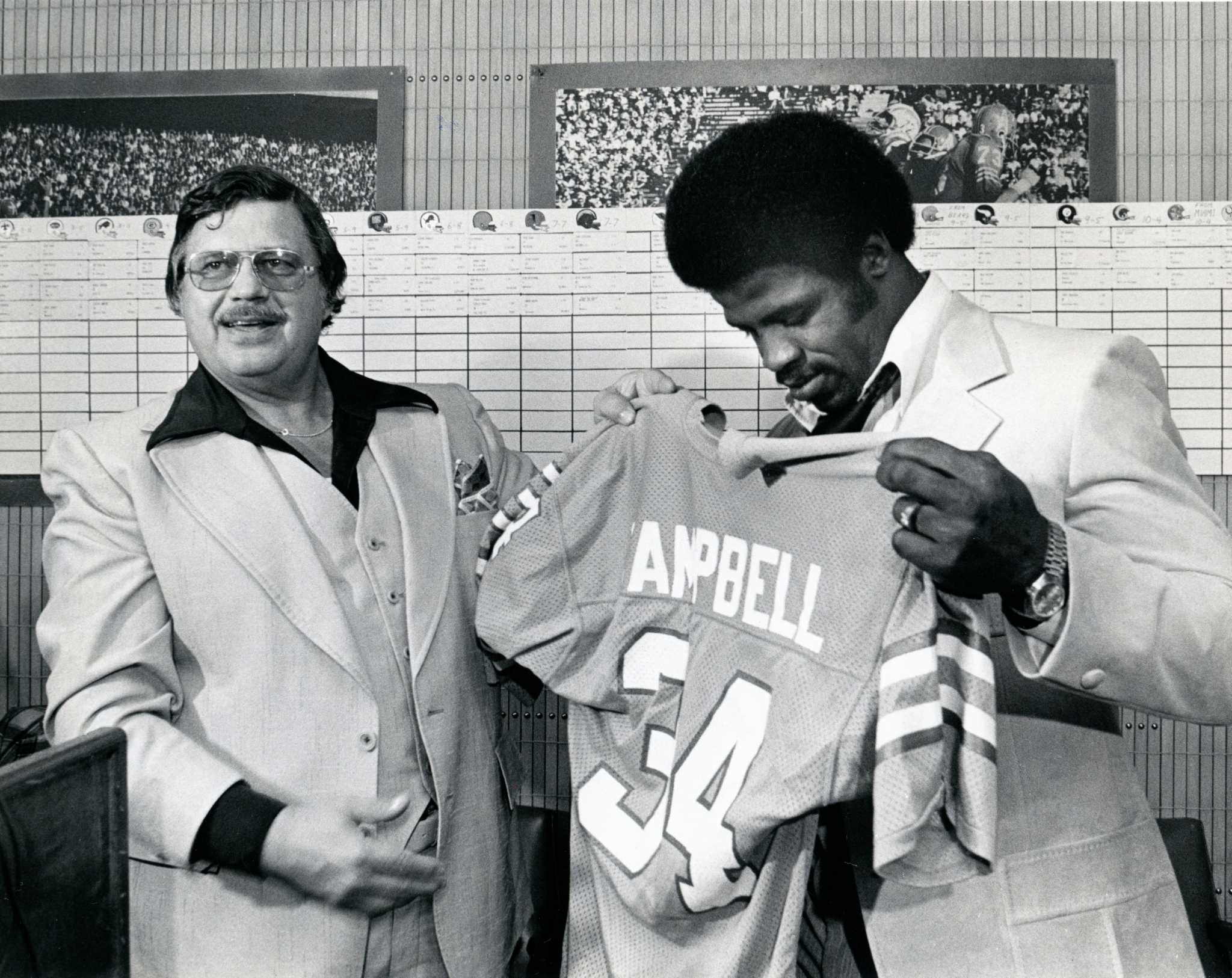 official photos 6b4f0 4930e 40 years ago the Houston Oilers drafted Earl Campbell and ...