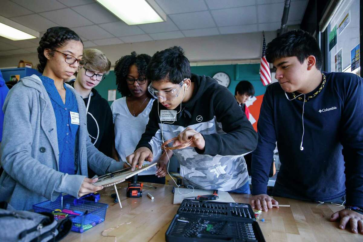 Students work on a motorized panel during a lesson on hydropower at the Energy Institute High School. HISD partners with the IPAA/PESA Energy Education Center at the school. Students work on a motorized panel during a lesson on hydropower at the Energy Institute High School. HISD partners with the IPAA/PESA Energy Education Center at the school.