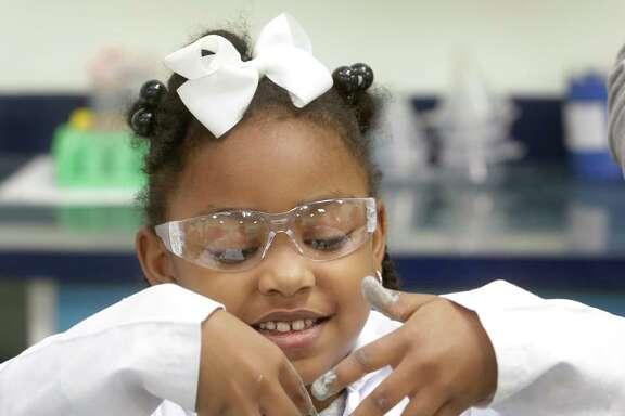 Jaira Ford, 6, works on an experiment at Little Beakers, Jan. 15, 2018, in Oak Ridge North. ( Melissa Phillip / Houston Chronicle )