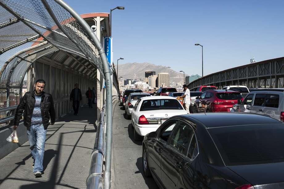 People walk across the Paso del Norte International Bridge toward Ciuadad Juarez, Mexico, on Wednesday, Jan. 31, 2018, in El Paso, Texas. ( Brett Coomer / Houston Chronicle ) Photo: Brett Coomer/Houston Chronicle