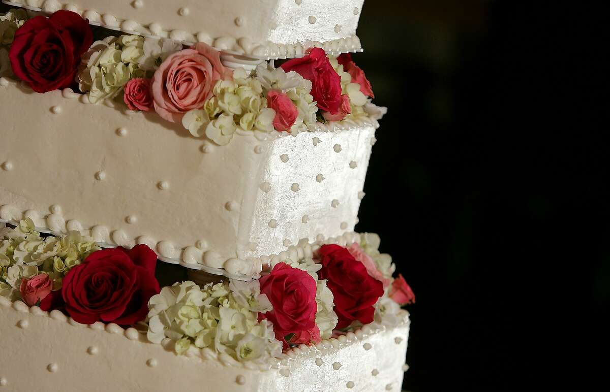 A wedding cake by Cathy Young sits on a table at the Dominion Country Club Saturday afternoon June 11, 2005 before the start of a wedding reception. (WILLIAM LUTHER/STAFF)