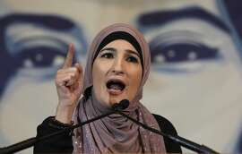 """WASHINGTON, DC - FEBRUARY 07:  Immigration activist Linda Sarsour speaks during a National Day of Action for a Dream Act Now protest on February 7, 2018 in Washington D.C. A coalition of activists came from across the U.S. to demonstrate for a """"Clean Dream Act"""" to be passed in Congress as part of spending negotiations.  (Photo by John Moore/Getty Images,)"""