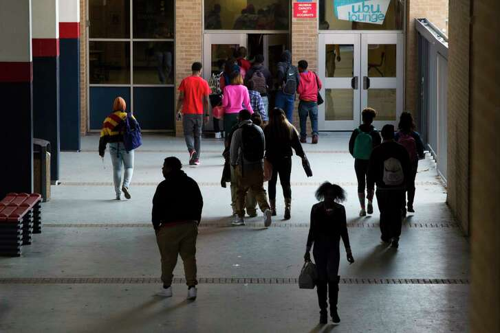 Students of Kashmere High School in Houston walk the school as they exchange classrooms on March 6, 2015. (Marie D. De Jesus / Houston Chronicle )