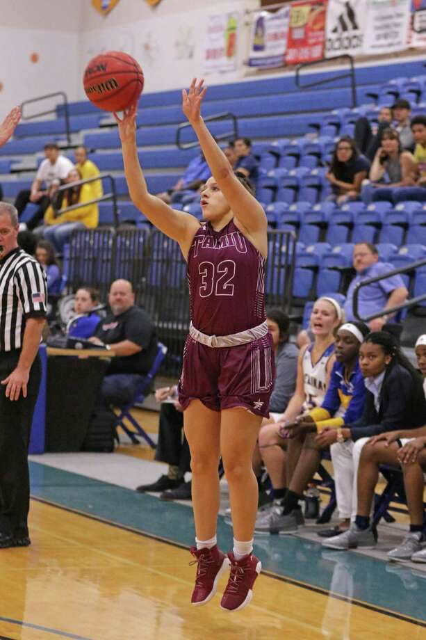 TAMIU freshman guard Vanessa Oyola is coming off a career-high 12 points after four 3s Saturday against No. 2 Lubbock Christian. Oyola had only 12 points previously all year in 13 games played. Photo: Clara Sandoval / Laredo Morning Times File