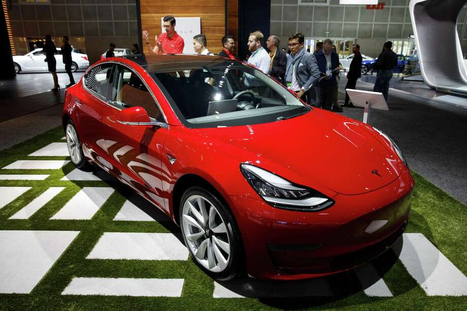 A Tesla Inc. Model 3 at the Los Angeles Auto Show in Los Angeles on Nov. 30, 2017. Photo: Bloomberg Photo By Patrick T. Fallon. / © 2017 Bloomberg Finance LP
