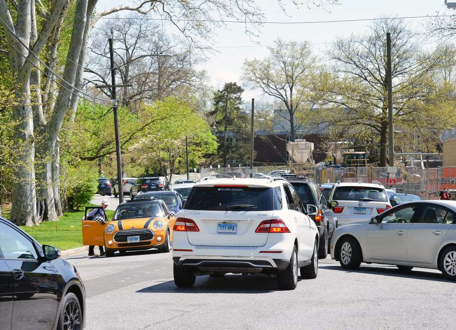 A congested Hillside Road during afternoon dismissal in front of Greenwich High School, Greenwich, Conn., April 27, 2016. Photo: Bob Luckey Jr. / Hearst Connecticut Media / Greenwich Time