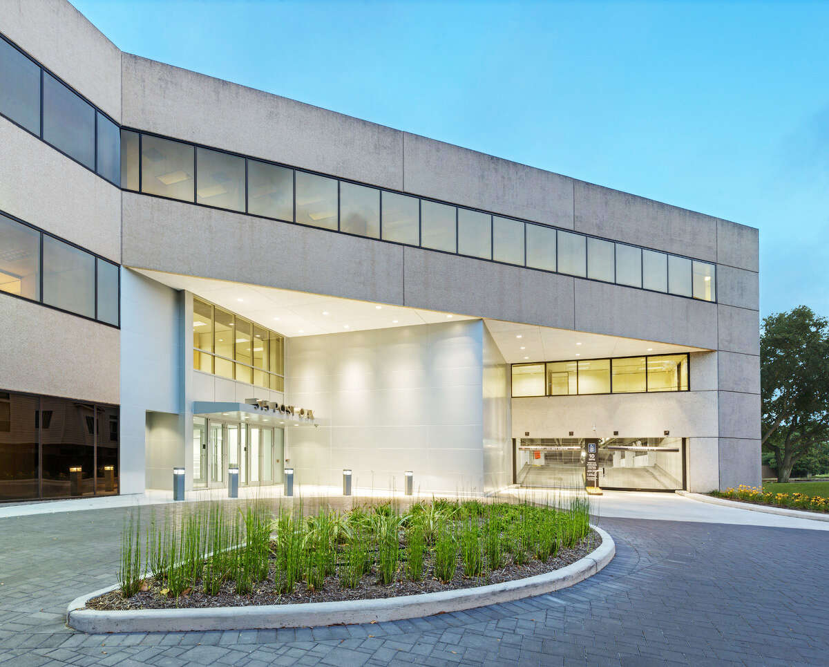 Spear Street Capital bought the 274,583- square-foot 515 Post Oak Blvd. in January 2017. The 274,583-square-foot office building is 87.8 percent leased, according to Stream Realty Partners. New amenities including an upgraded deli and tenant lounge will be completed in early 2018.