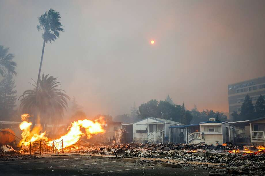 A fire tears through parts of the Journey's End mobile home park on Mendocino Avenue in Santa Rosa, Calif., on Monday, Oct. 9, 2017. Photo: Gabrielle Lurie, The Chronicle