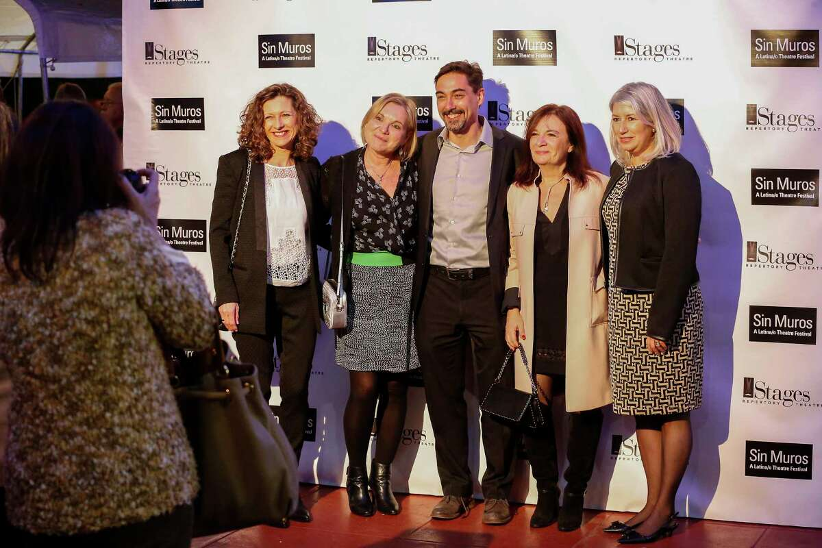 Spanish-language theater Gente De Teatro gets an inaugural award at the Stages Repertory Theatre SIN MUROS Latino Theater Festival Thursday, Feb. 1, 2018, in Houston. ( Steve Gonzales / Houston Chronicle )