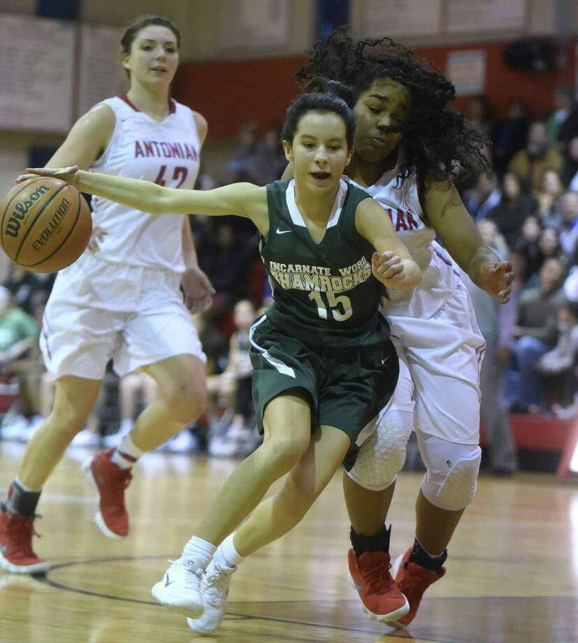 Alexis Retault (15) of Incarnate Word derives past Kayla Davis of Antonian during TAPPS high school basketball action at Antonian High School on Thursday, Feb. 8, 2018. Photo: Billy Calzada, Staff / San Antonio Express-News / San Antonio Express-News